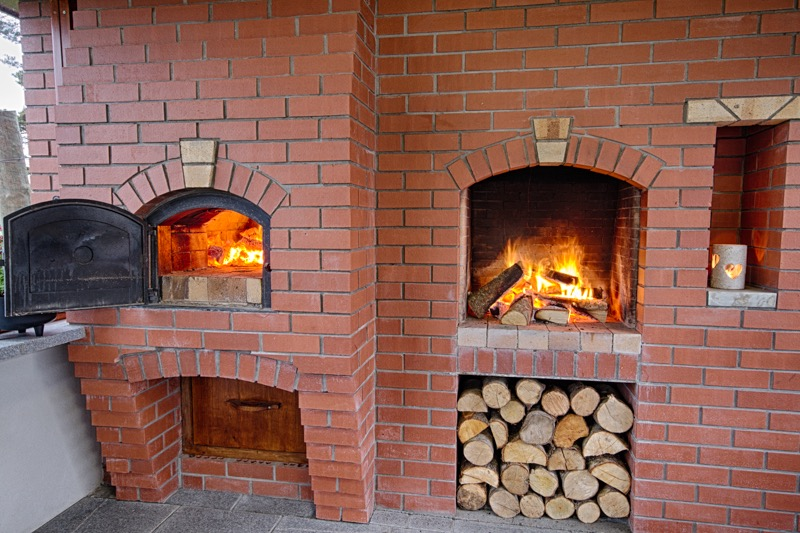 Pizza oven and open fire